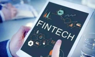 如何在大投资者面前购买有利可图的金融科技股票